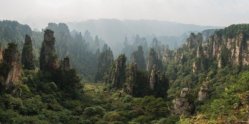 1200px-1_tianzishan_wulingyuan_zhangjiajie_2012
